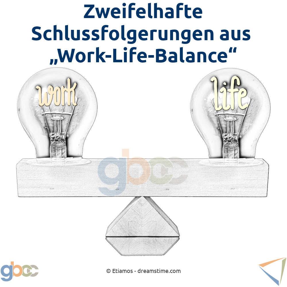"""Zwei Glühbirnen auf einer Waage, die die Bezeichnungen """"Work"""" und """"Life"""" tragen"""