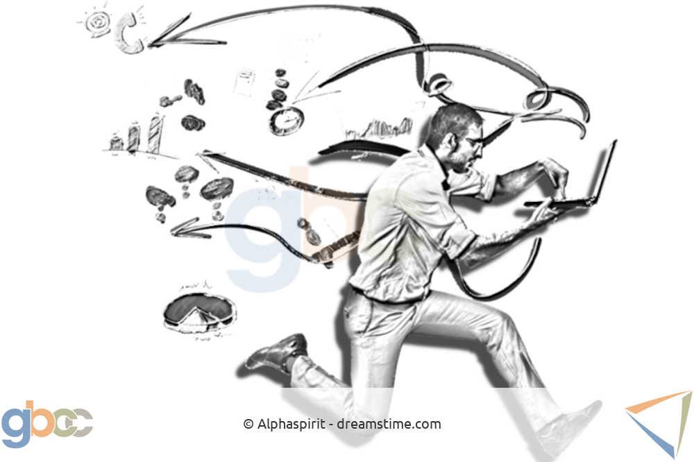 Gestresster Mann rennt und betreibt Multitasking